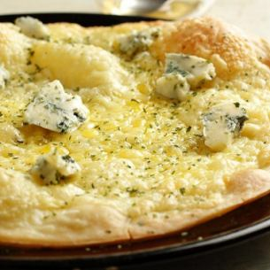 Gorgonzola pizza (with honey)