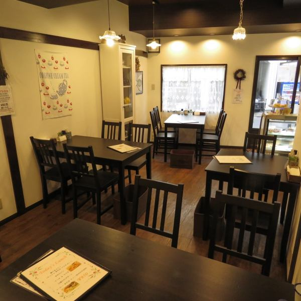 In the store, we plan various events every month.If you are interested in seminars and talks with meals and tea, please check the schedule on our website.