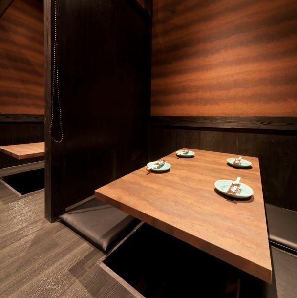 テーブル席や掘りごたつ個室も充実。仕事帰りのサク呑みやちょっとした宴会使いに便利★