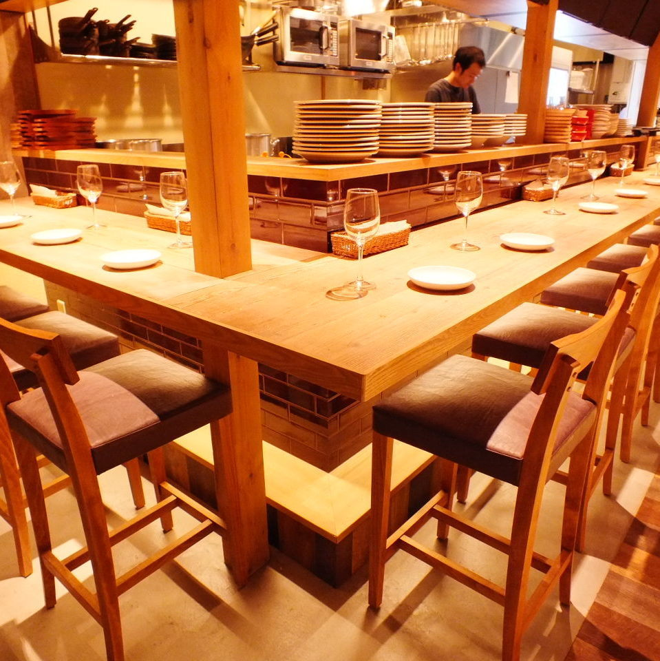 High chair counter seat is perfect for one person or date scene ♪