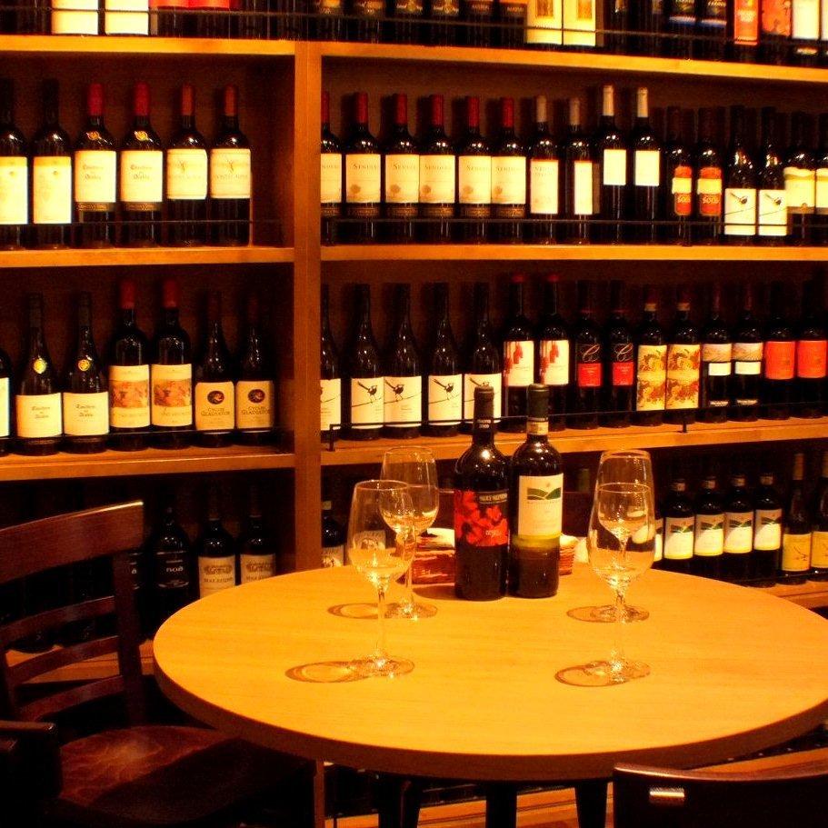 ズラッと並ぶワイン棚を目の前に…大人な雰囲気をお愉しみください★