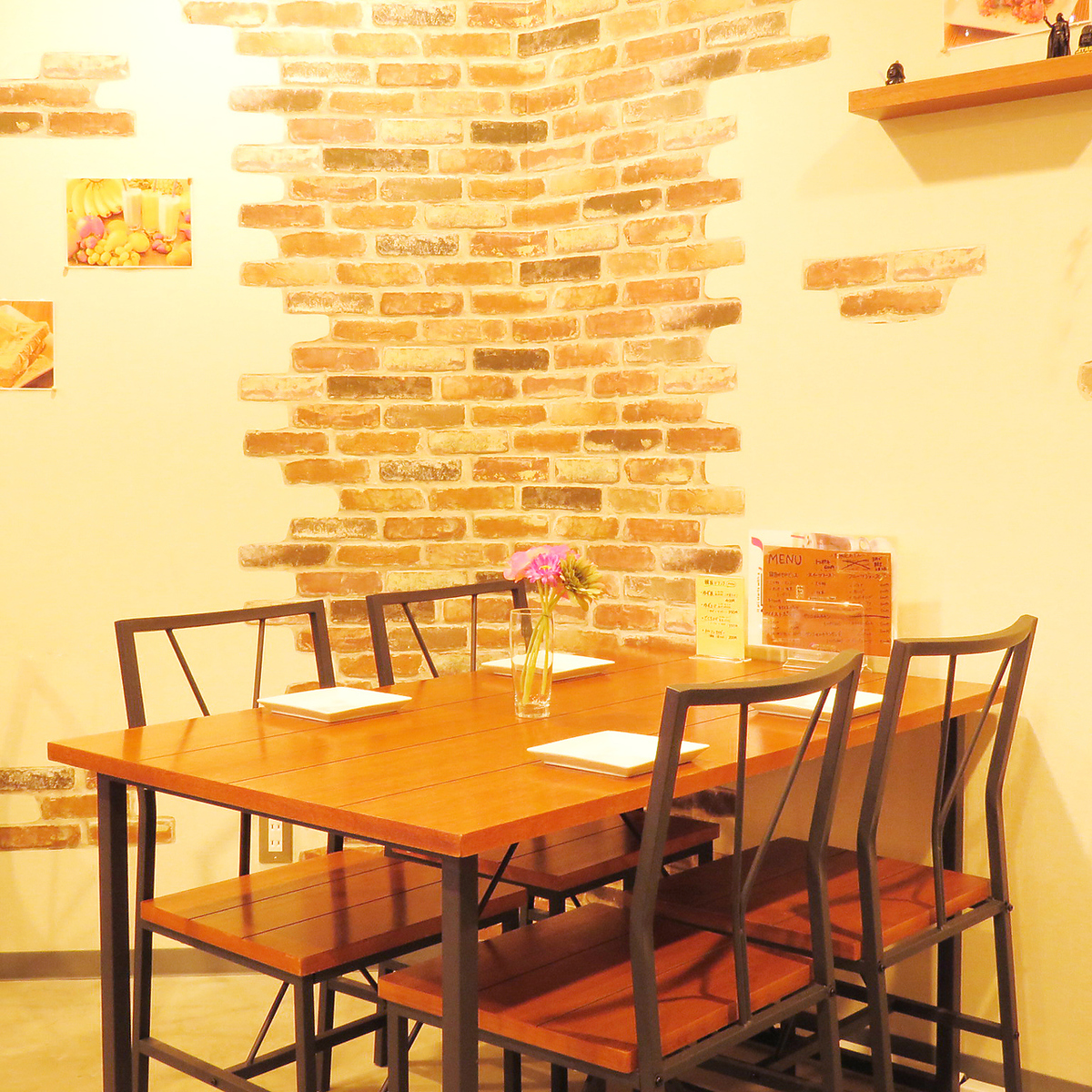 We have seats for 2 to 4 people.You can meet various needs such as date, break, late lunch ♪