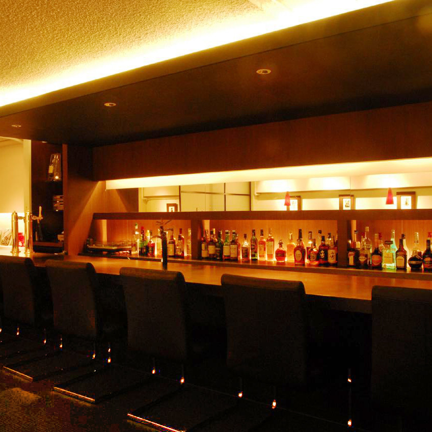 It is also a counter seat recommended for single person or date.In atmosphere lighting, you can feel free to spend alone ♪