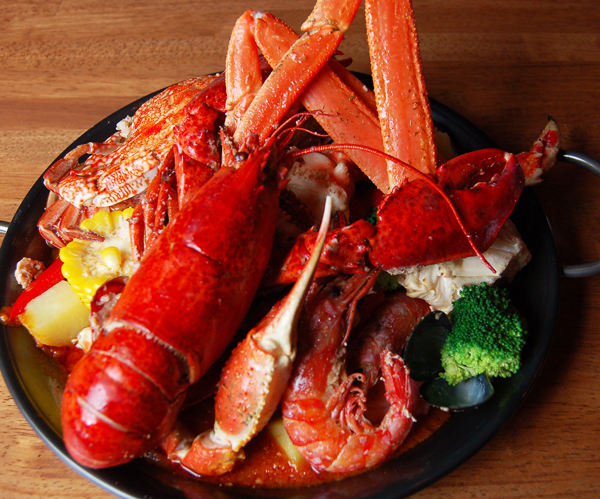 From hand-held seafood special combo for 2 people