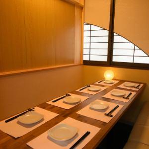 日本酒好きの上司を誘う飲み会には、ゆったりと食事を楽しんでいただける完全個室をご利用ください。他のお席から少し離れているので周りを気にすることなく、料理とお酒に集中していただけます。