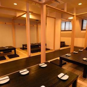 お店全体を貸し切って、最大100名様の大宴会も対応可能です!座敷とテーブル席を完備しているので、ゆったりくつろぎたい方は座敷、日本酒をつぎに何度も移動するという方はテーブル席など、目的に沿って座るお席を選んでもいただけます。