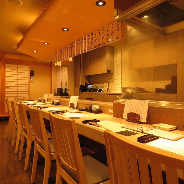 Counter seat of calm atmosphere.Please enjoy the dish which used fresh horse meat, beef, chicken in the slow flowing time.We also offer sake that matches a variety of dishes, including sticking sake.