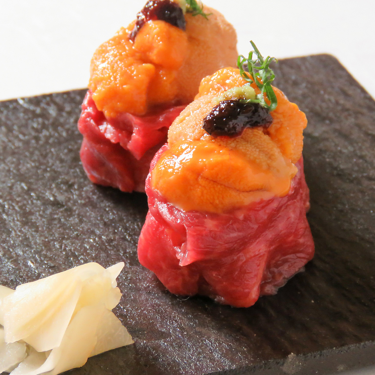 Recommended! Raw Yuntan warship of marbling horse meat (two bars)