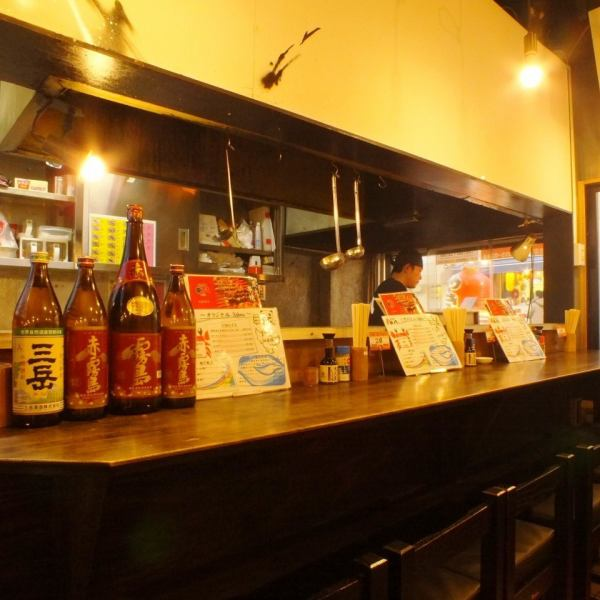 Entering the entrance! Sugu! The counter seats where grilled aroma of yakitori drifts can be used freely, even by one person, such as saku drinking on the way home from work and drinking after the party ★ Come and recommend the staff with the recommended meal of the day Please try to hear!