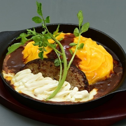 홋카이도 산 4 종의 치즈 햄버거 오므라이스