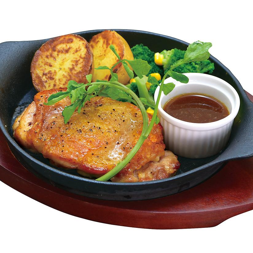 벚꽃 공주 닭 사용 갈릭 치킨 스테이크 일본식 소스를 곁들인 싱글