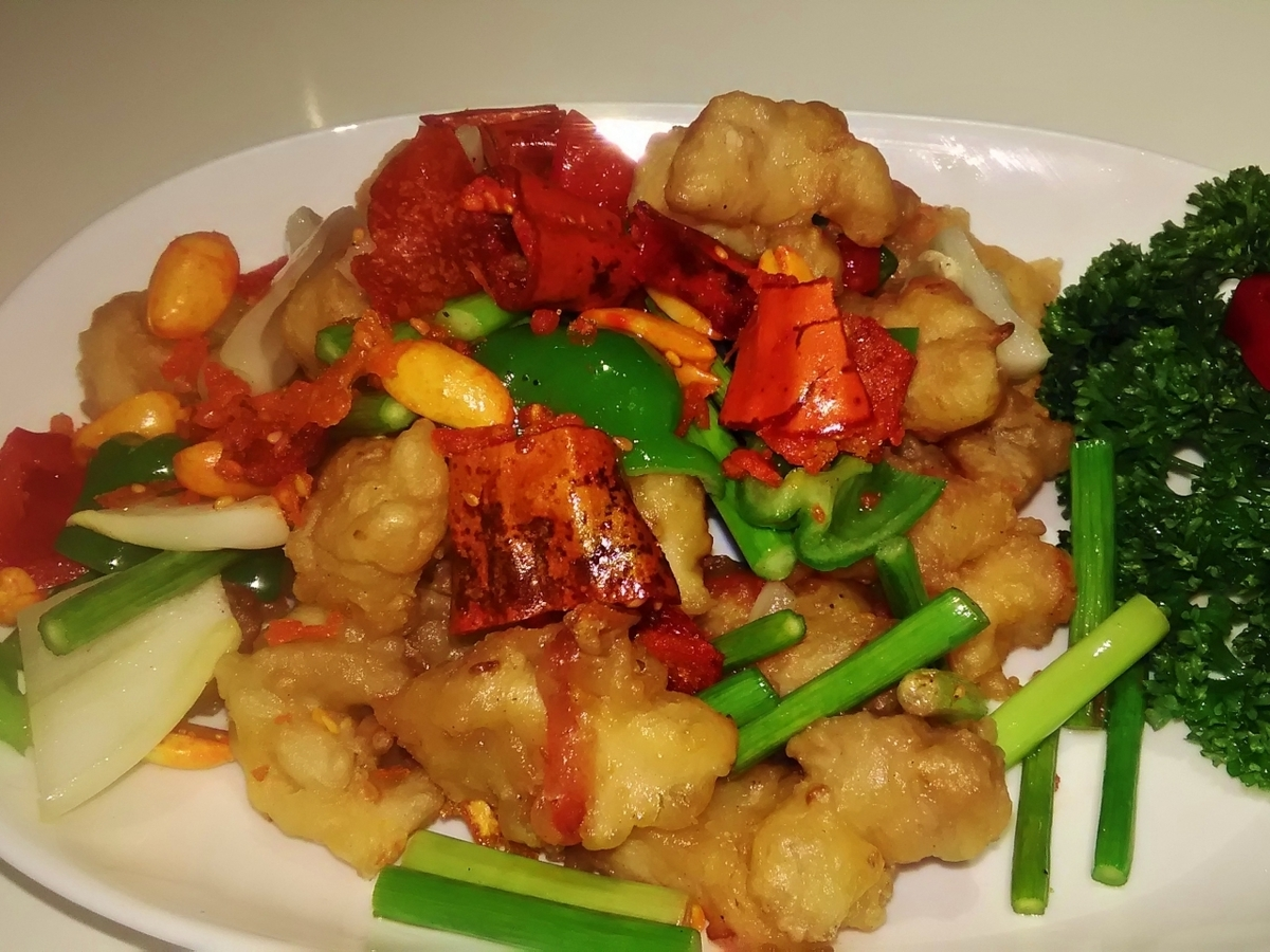 Deep fried chicken and red pepper, stir-fry