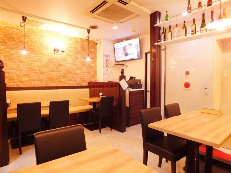 We have bench type sofa seats that are easy to use even for small groups.Meals for lunch and family, bright atmosphere is perfect for the girls' association.Please enjoy the authentic Asian cuisine slowly.