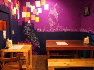 壁に描かれたオシャレなペイントもご注目ください!