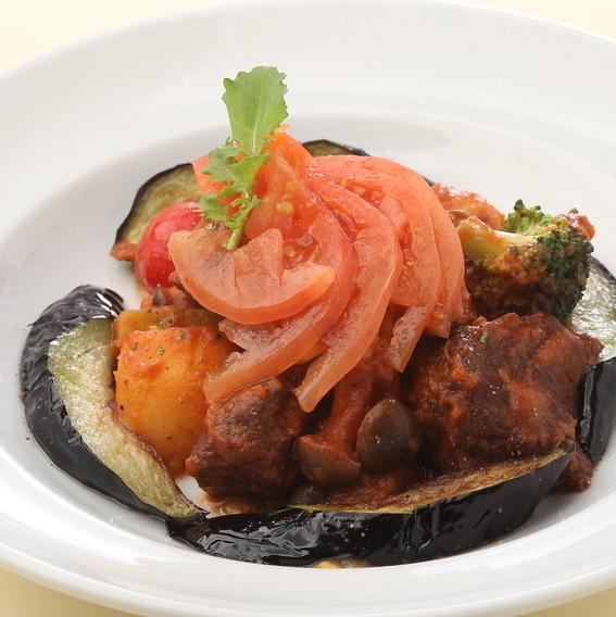 牛肉と香味野菜の赤ワイン煮