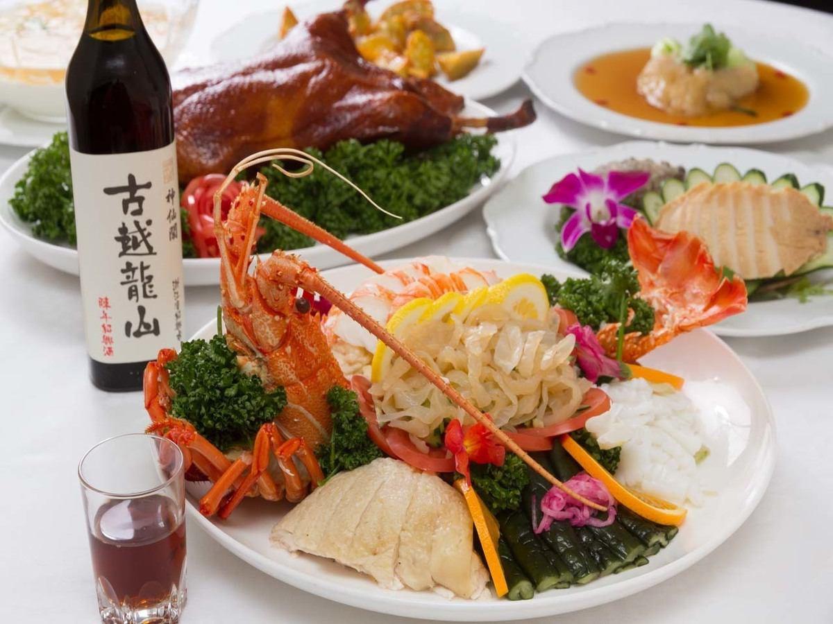 正宗的中國菜深圳聖廷苑位於大阪附近的車站大樓的12樓。美麗的夜景中晚餐可見。