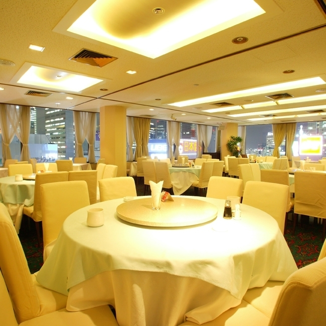 You can enjoy dinner time as a luxurious Chinese restaurant.