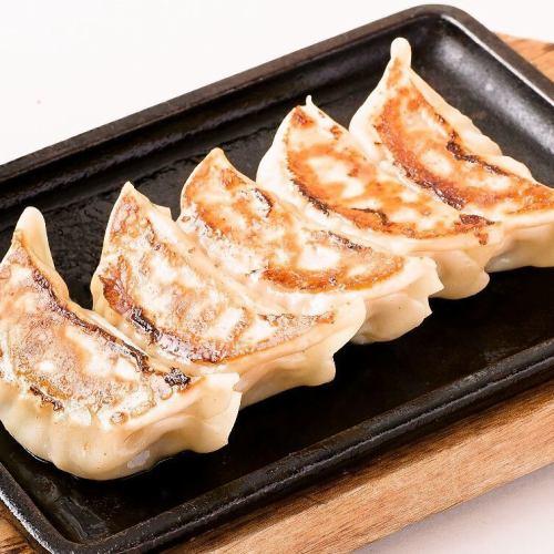 ■鉄板焼き餃子(5個)