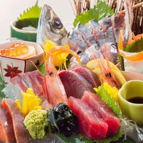 新鮮な魚介類をふんだんに使用したお造り盛り合わせ☆3種盛り・7種盛り・豪華9種盛りご用意しております!