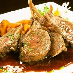 仔羊肉のロースト赤ワインとフォンドボーのソース