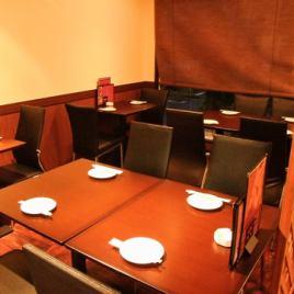 デートにもぴったりのテーブル席