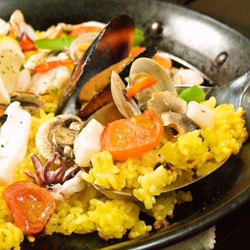 5種魚貝類の具たくさんスペイン風【パエリア】(約2~3人前)