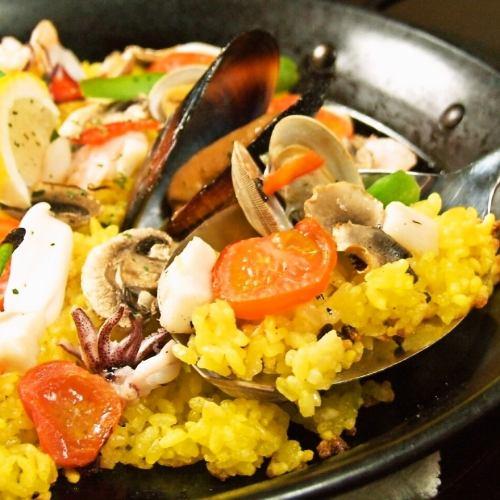 5種魚貝類の具たくさんスペイン風パエリア