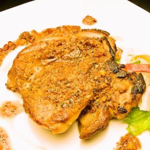 鳥モモ肉のガーリックバターソース