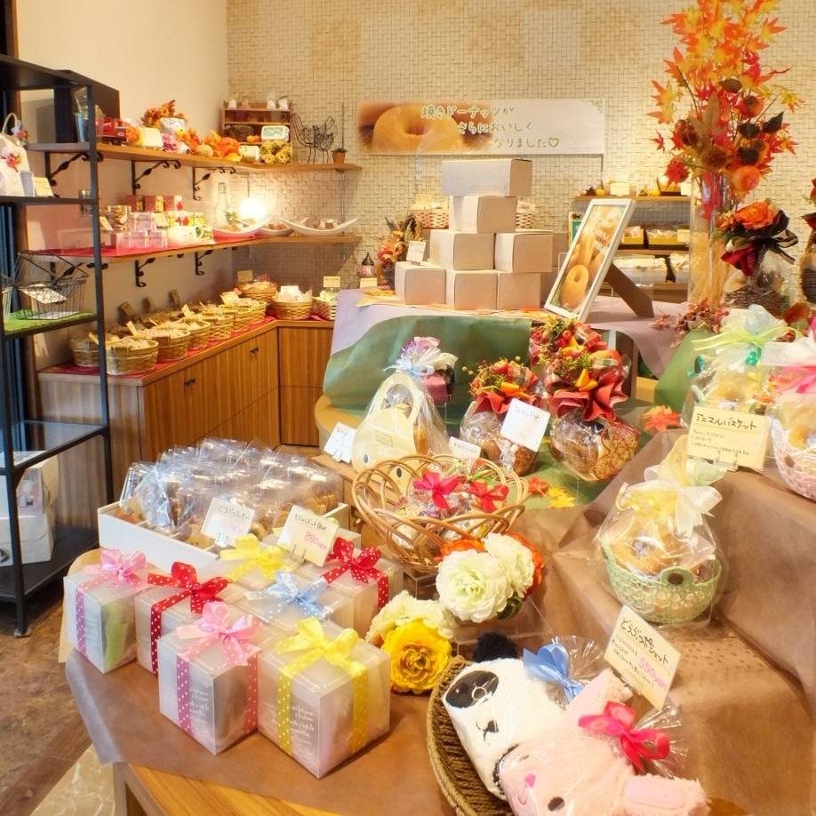 當進入商店的入口很多漂亮的禮物排隊♪一個小禮物,禮品,禮品等★