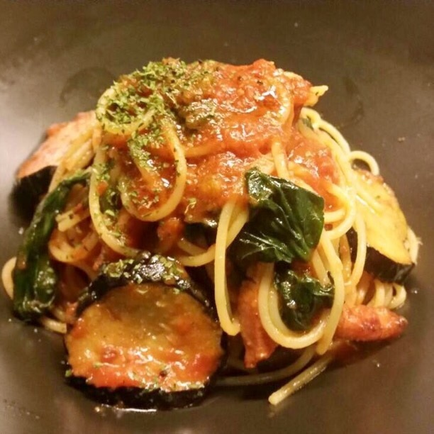 Spinach with tomato sauce pasta with thick cut bacon
