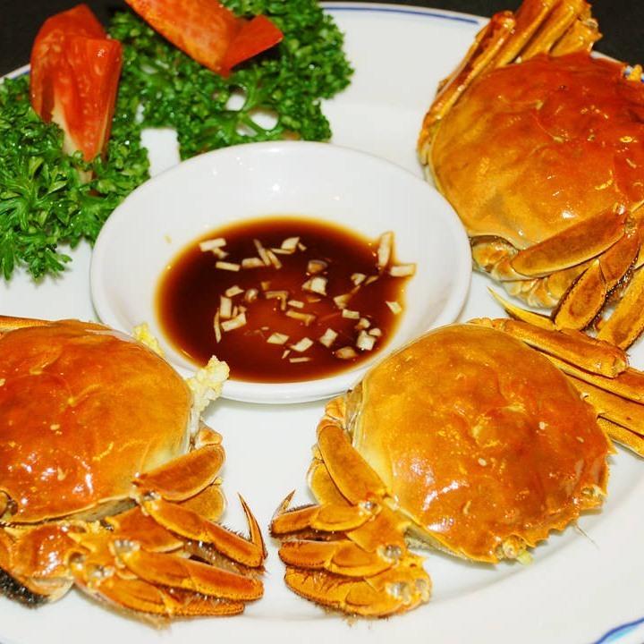 大人気の上海蟹