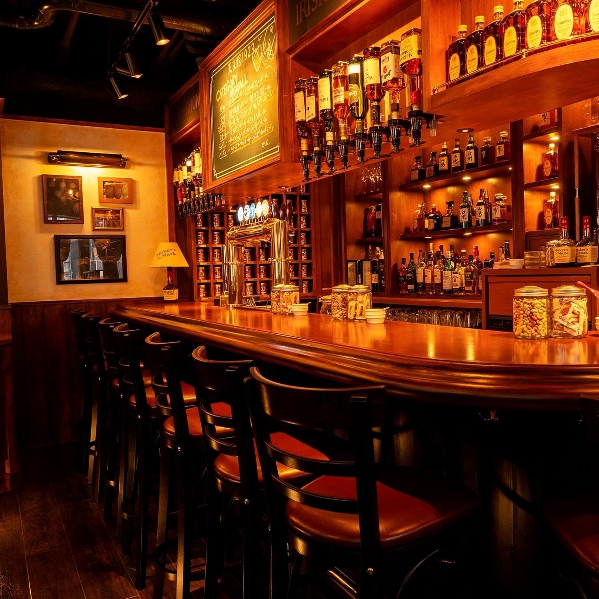 一個易於使用的休閒酒吧,高球愛好者成年人聚集在一起。這個櫃檯非常適合約會,一個人,sashi喝酒等等。