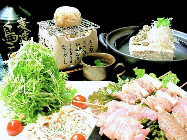 【Luxury Course】 Plenty of specialty skewers and tofu hot pot and plenty! 12 items in total + 2.5h with drinking ☆ 4000 yen ♪