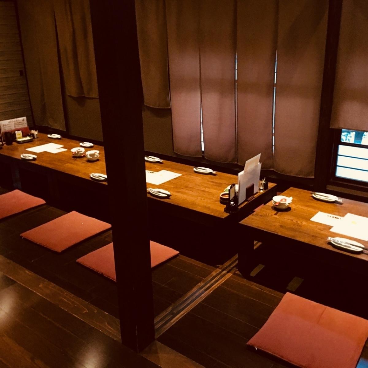 4/6/8/10/12/14/16~32人和一小群人可以鑽到大量的宴會席位。