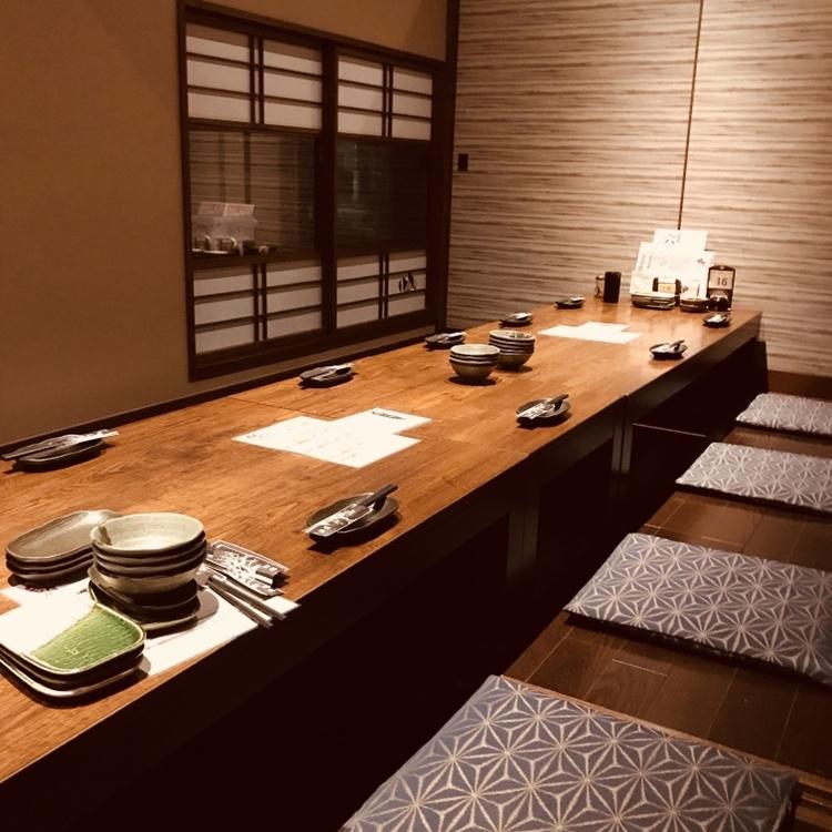 日式座位的宴會可以從4/6/8/10/12/14/16~20個人到小團體到大量的人。這是一個受家庭和朋友聚會歡迎的座位。