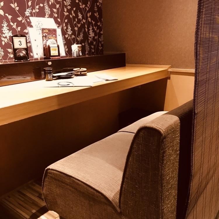 櫃檯式情侶座椅靠近距離!因為櫃檯前面沒有店員,即使它說櫃檯,♪兩個人之間甚至沒有談話♪