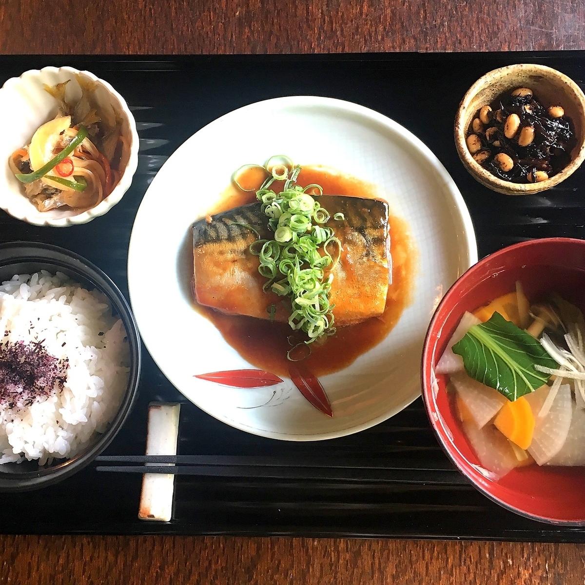 豐滿的鯖魚煨設置菜單