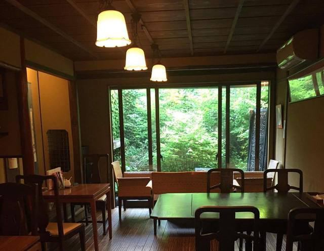 【Popular window seats overlooking the garden】 The window on the window where the green garden spreads can be used as a couple seat from 2 people! Because you can enjoy without having to worry about the eyes around, you can also go on a date ◎