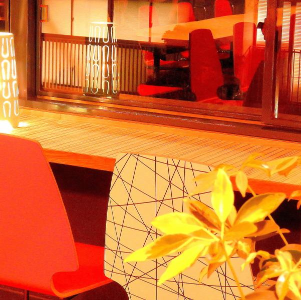 "Window seats where nightscape can be seen are recommended for dating ♪ Message dessert ""Drinking"" course is 3500 yen ♪"