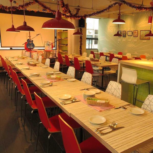 お洒落なカフェ空間♪最大60名様まで貸切OK!スクリーンはもちろん、岡山では珍しいステージ付!(出し物など、司会席も作れちゃいます♪)会社宴会、貸切に大人気です♪瀬戸内食材を使用した今人気のバル料理をご堪能下さい★