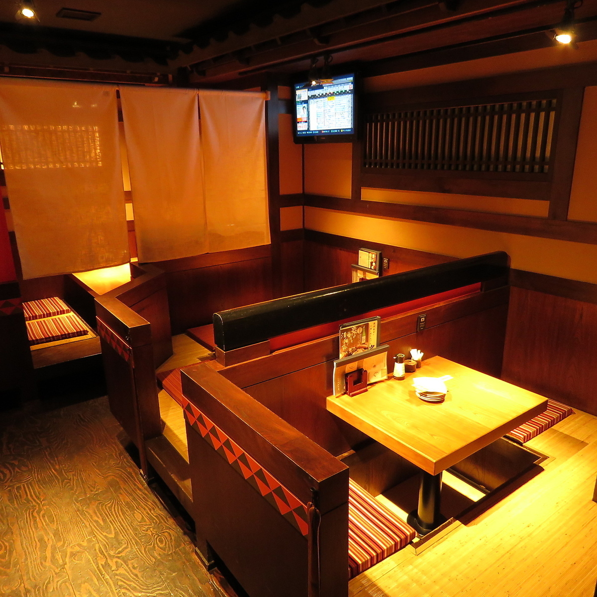 Enjoy delicious cuisine and meals in a relaxed atmosphere filled with Edo emotion.