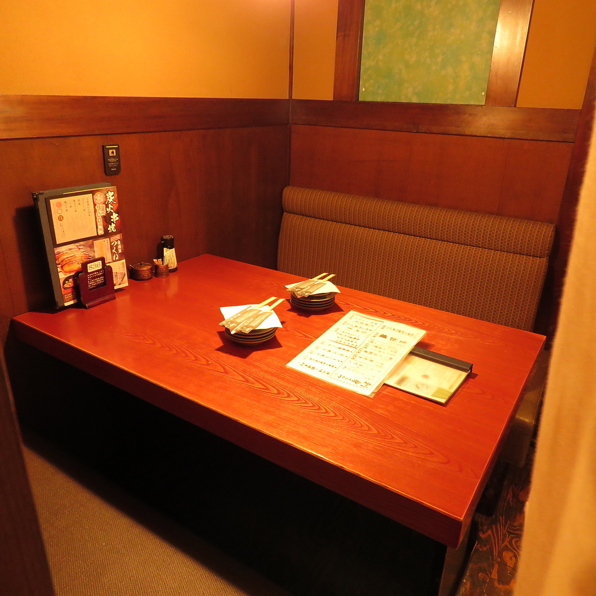Modern Japanese-style atmosphere digging tap seat is for 2 people.It is perfect for adult dating!