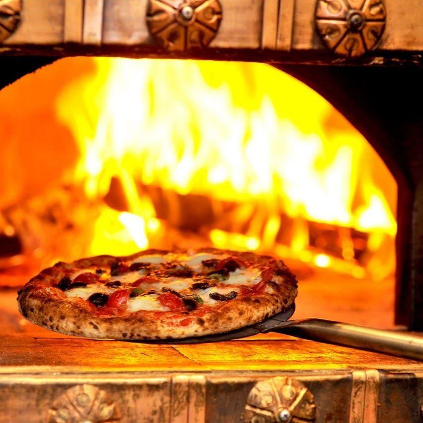 因為2丁目酒吧的披薩在大約90秒內從400度到500度烘烤,外面很脆!內部變成了♪