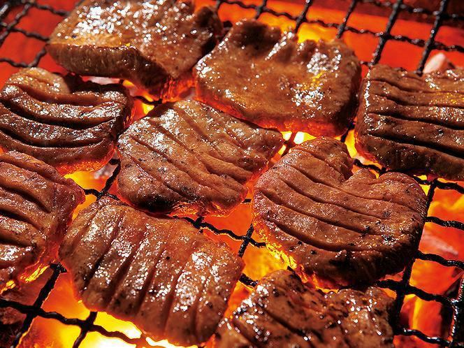 Thickness cut cow sputum of Sendai specialties.Please enjoy the thick juicy authentic taste of burning over charcoal