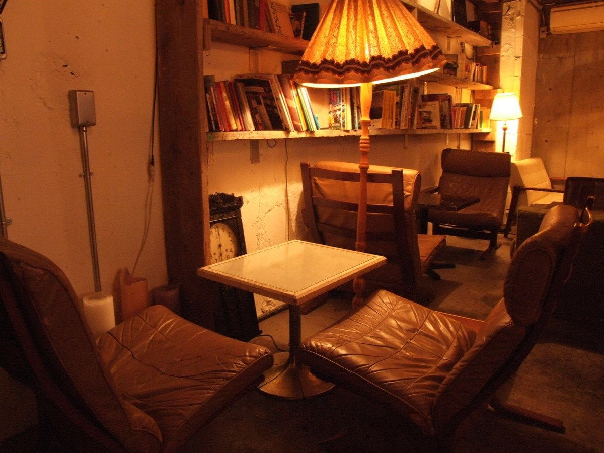Is surrounded by antique furniture, cafe space ♪ can feel the extraordinary