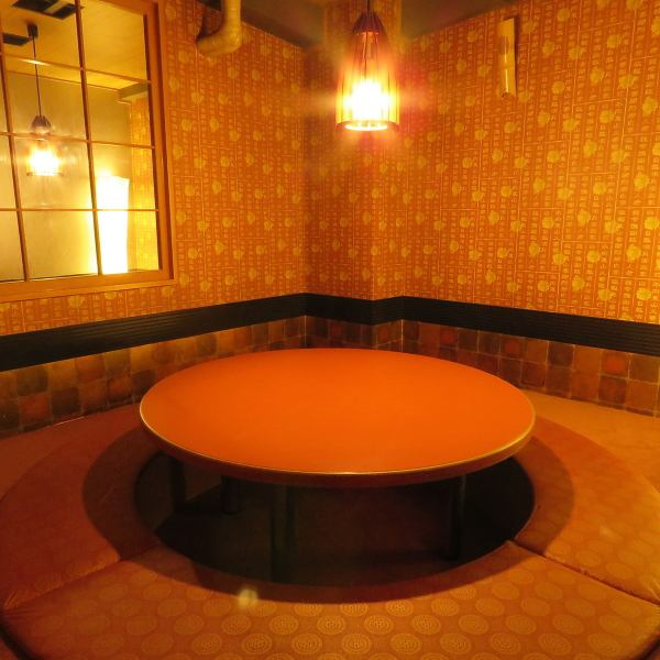 Round table digging 炬燵 Because private rooms are spacious like their own rooms, you can use them with family members and other friendly people!
