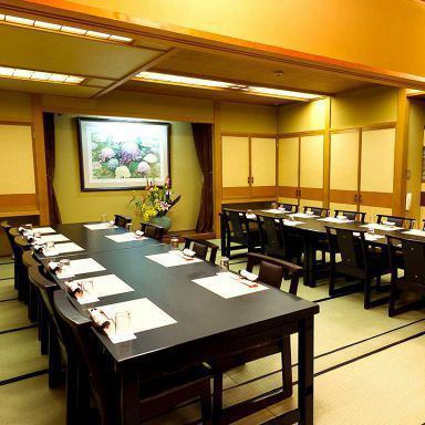八王子駅徒歩2分の好立地。全室が完全個室・完全予約制ですので落ち着いてお食事を楽しんでいただけます。