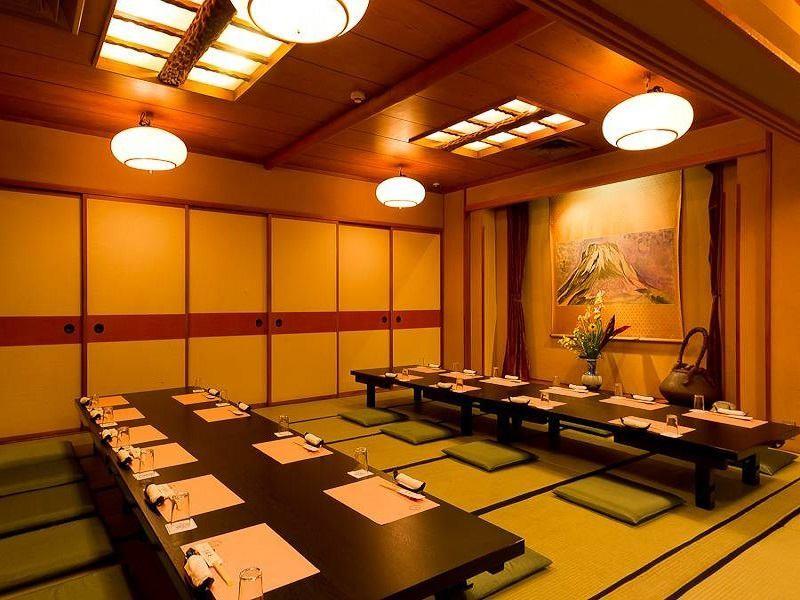 熟練の料理人による旬の贅沢コースを完全個室でご堪能下さい。