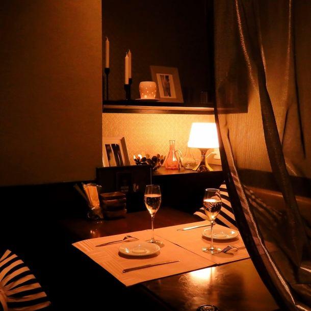 편안한 소파 개인 실에서 데이트 ♪ 몇 장으로도 이용 가능 ☆ 총 4 개의 별실은 각각 인테리어가 달리 뉴욕의 한 방에있는 것 같은 분위기를 즐길 수 있습니다 ♪ 여성의 마음을 덥석 공간 ☆