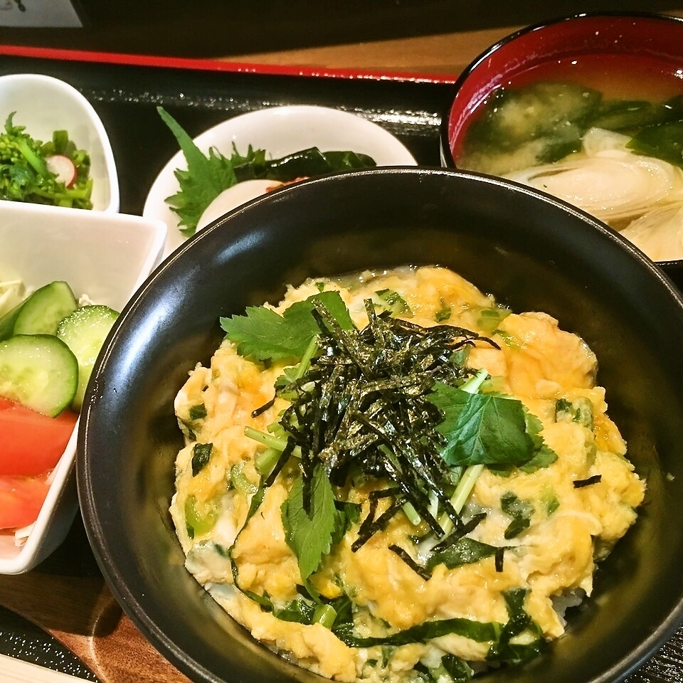 "Large popularity ♪ Lunch ""Nakara don"""